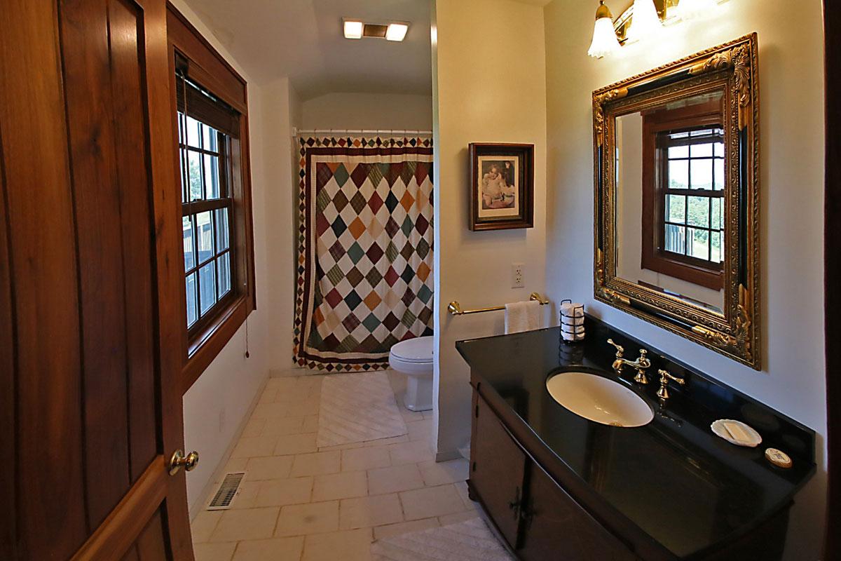 Benedict--Haid---IMG_5309-master-bathroom
